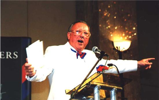 Bob-conducting-the-raffle-at-a-Lords-Taverners-Ev-13.jpg